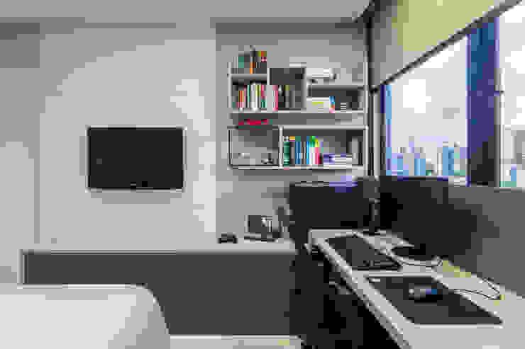 Quarto de solteiro/ Escrivaninha/ Painel/ Nichos/ Móvel Quartos modernos por Arquitetura Sônia Beltrão & associados Moderno MDF