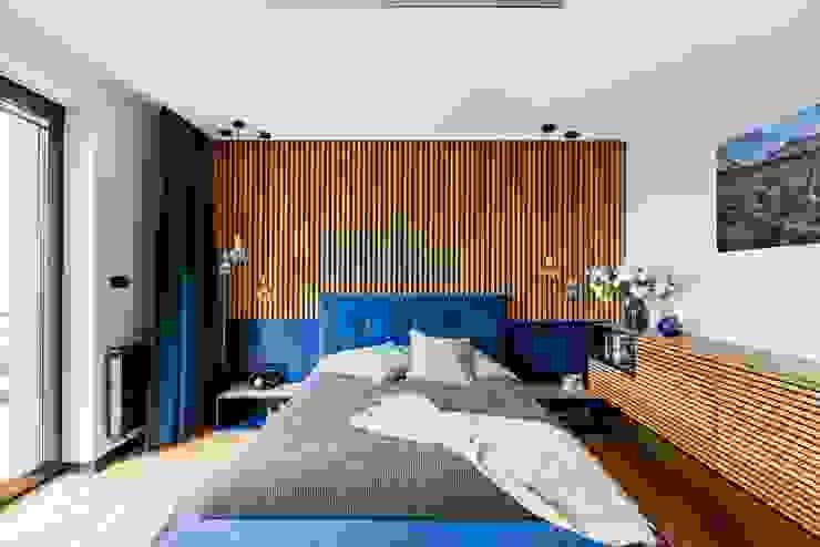 โดย ZONA Architekci Architekt Poznań, projektowanie wnętrz โมเดิร์น ไม้ Wood effect