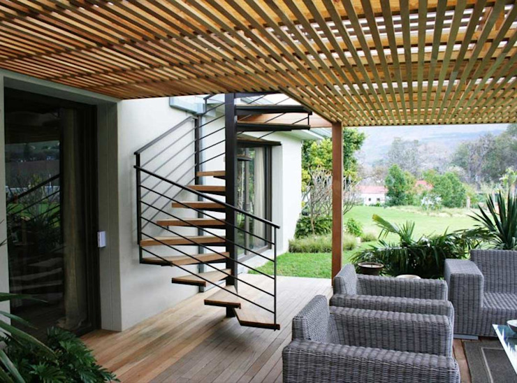 Outdoor staircase from deck by Renov8 CONSTRUCTION Modern Metal