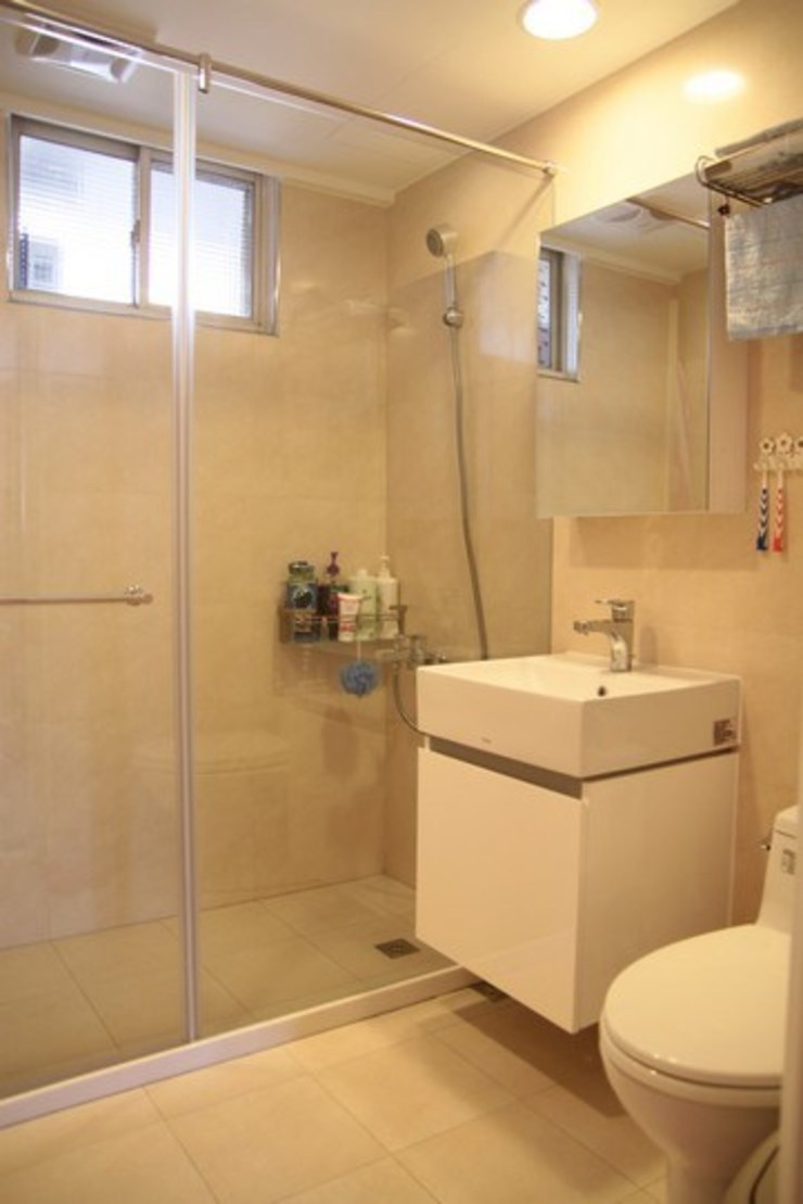 乾溼分離的浴室 Minimalist style bathrooms by 勻境設計 Unispace Designs Minimalist