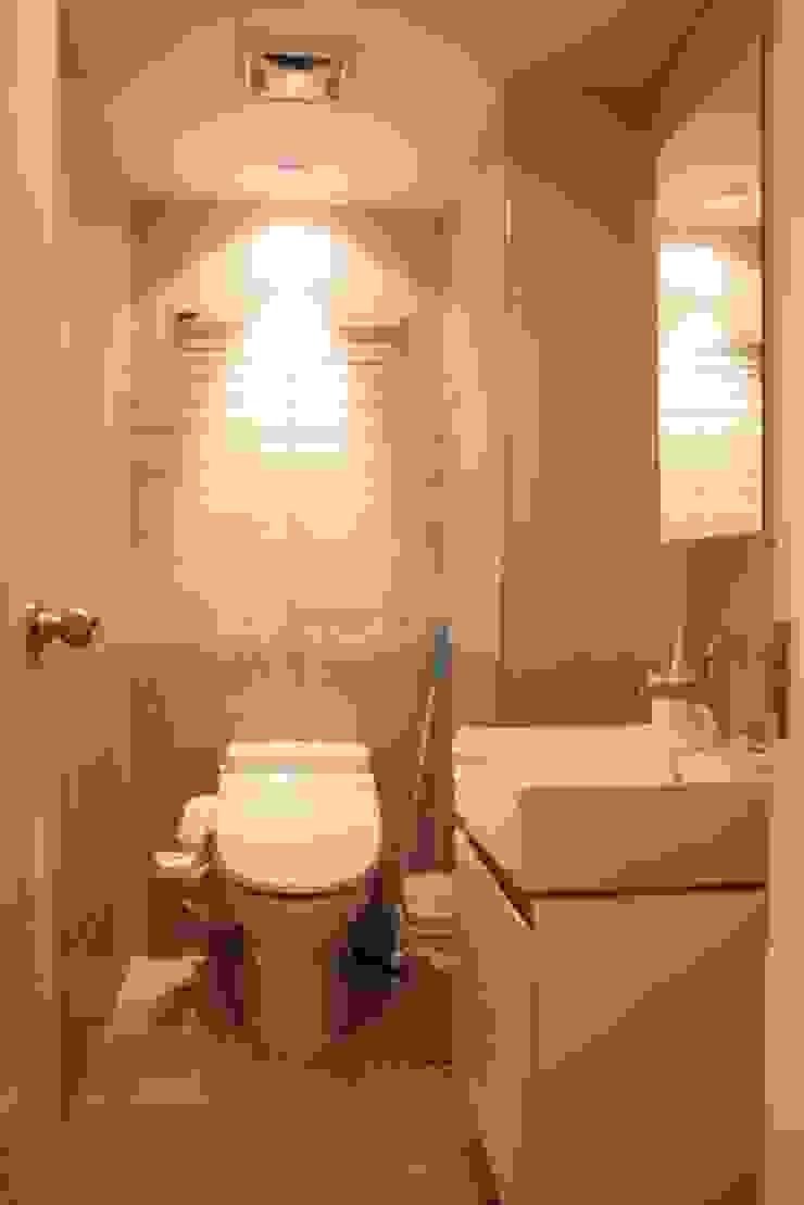 客衛 Minimalist style bathrooms by 勻境設計 Unispace Designs Minimalist