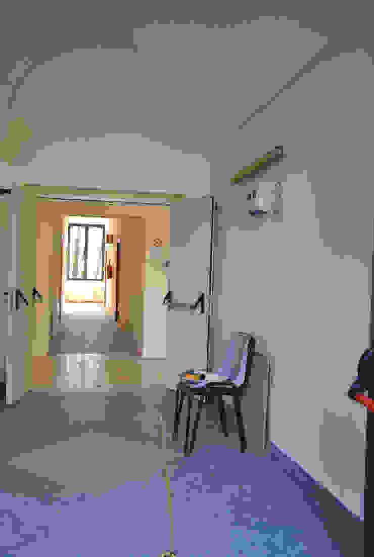 Corridoio - prima Ingresso, Corridoio & Scale in stile eclettico di Antonella Petrangeli Eclettico