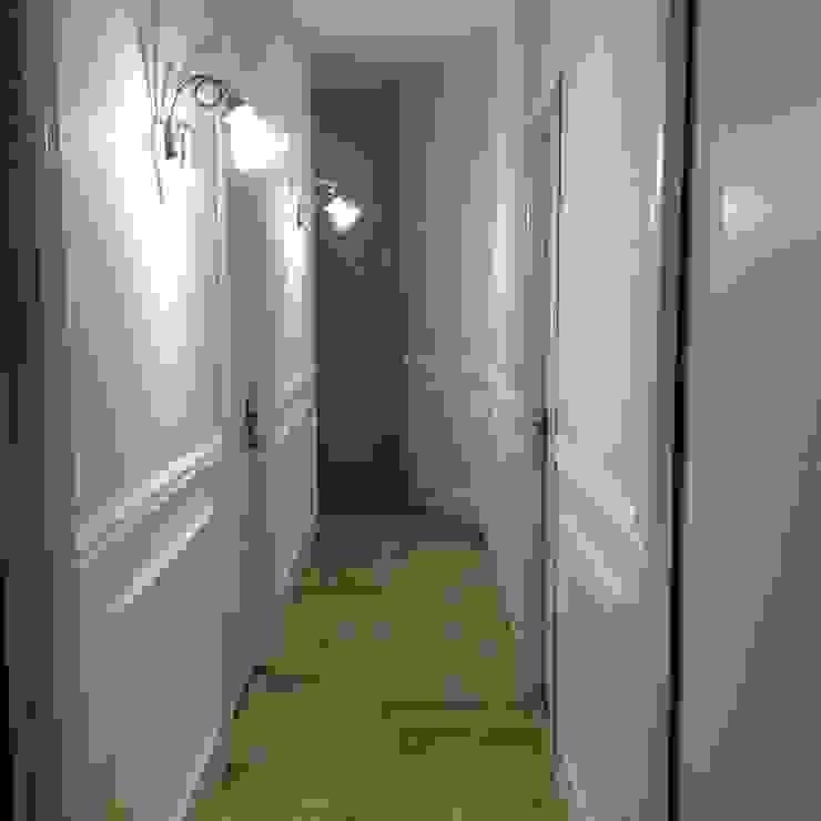 Corridoio - dopo Ingresso, Corridoio & Scale in stile eclettico di Antonella Petrangeli Eclettico