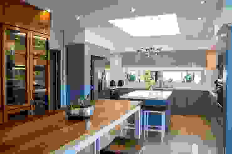 Modern Kitchen by ARQCONS Arquitectura & Construcción Modern