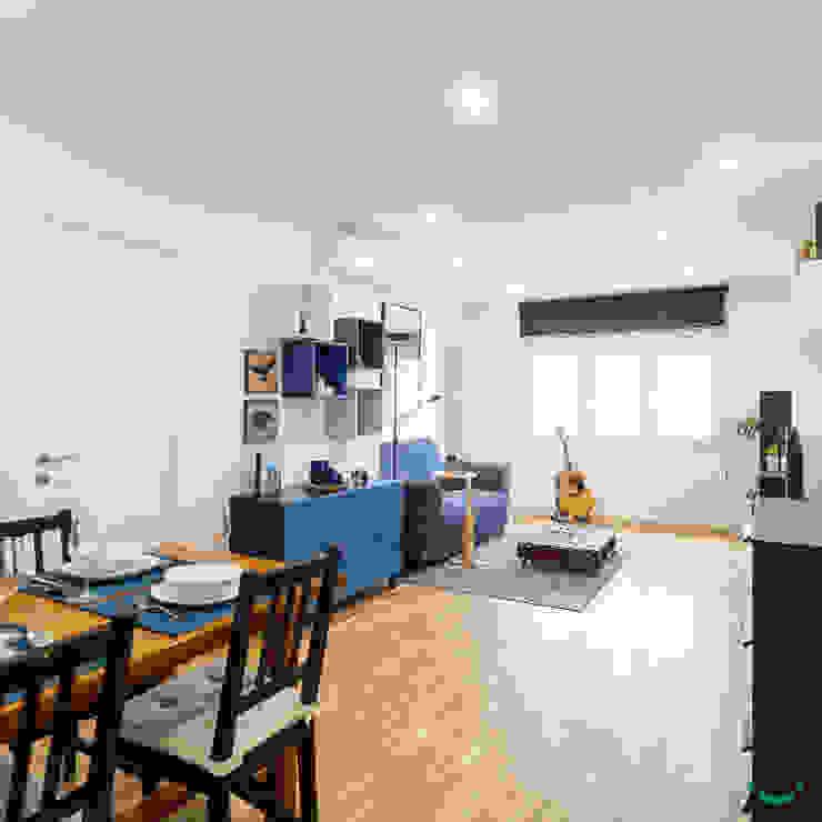 Salle à manger moderne par Estudi Aura, decoradores y diseñadores de interiores en Barcelona Moderne Bois Effet bois