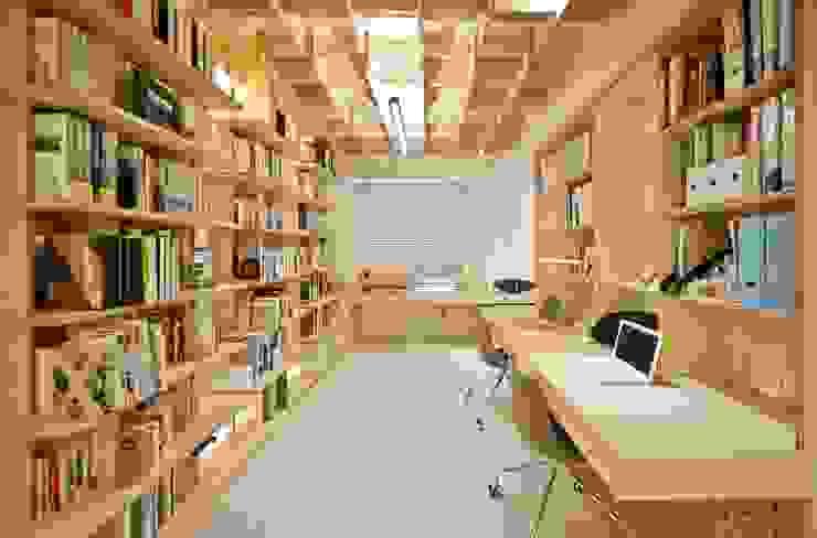 除了書桌,也特別設計了做模型的工作檯 直方設計有限公司 Study/officeStorage Wood effect