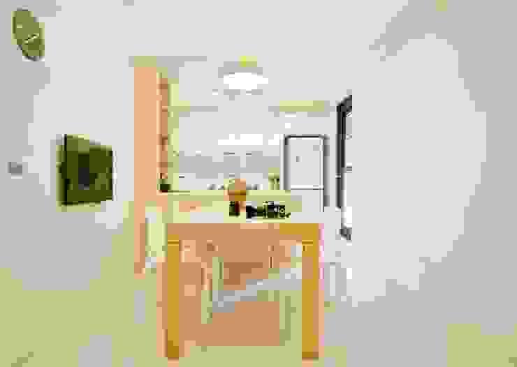 廚房工作檯牆面也以淡綠色點綴 直方設計有限公司 Dining roomTables White