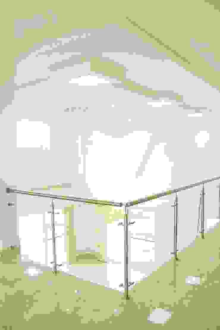 Casa gino, valle verde jamundi Salas de estilo minimalista de Am arquitectura Minimalista