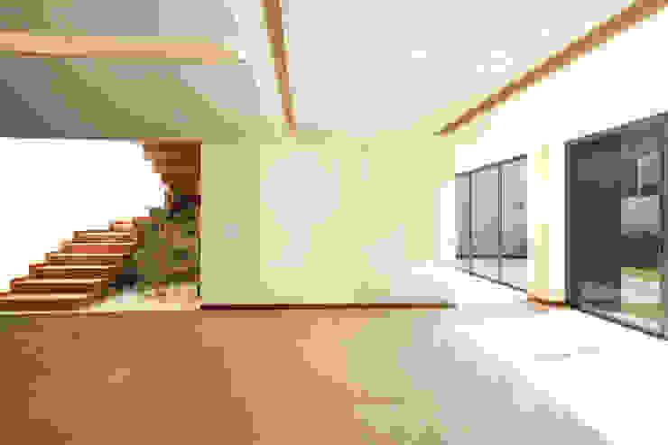 Residencia Mombeltran 72 Comedores modernos de Herrera Arquitectos H&H Moderno