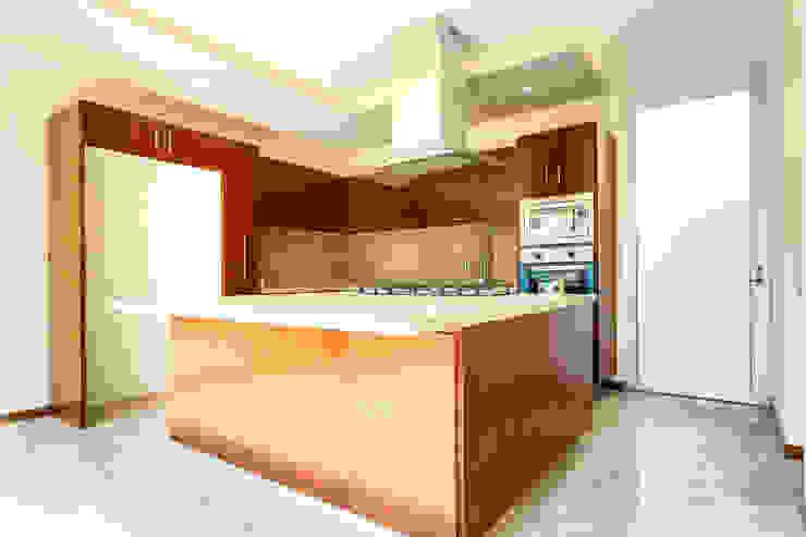 Residencia Mombeltran 72 Cocinas modernas de Herrera Arquitectos H&H Moderno