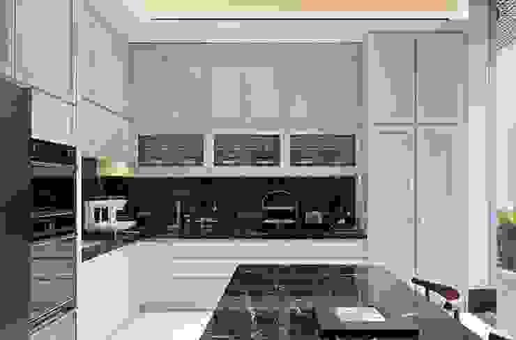 Kabinet dapur: Dapur oleh ARF interior,