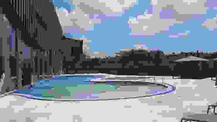 호텔 수영장: 협진엘엔씨(주) /H L&C CO.,LTD의 열렬한 ,휴양지