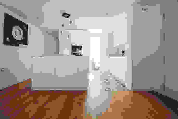 Cucina moderna di DonateCaballero Arquitectos Moderno