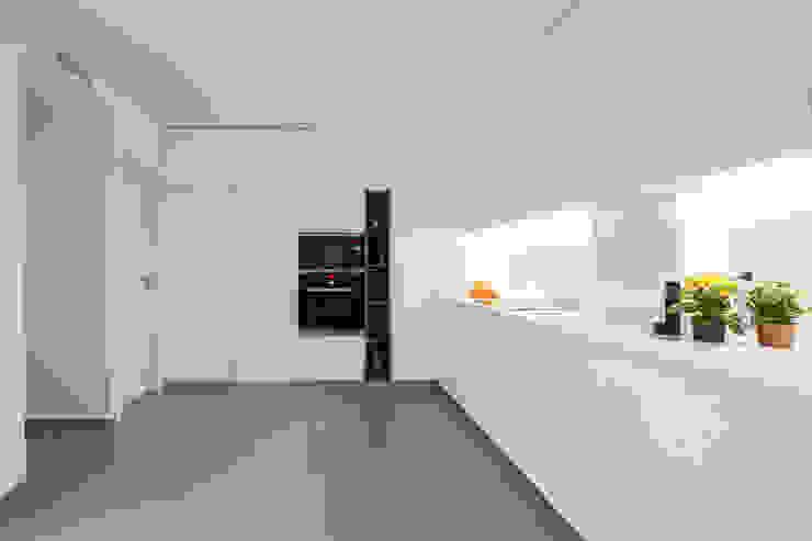 DonateCaballero Arquitectos Minimalist kitchen