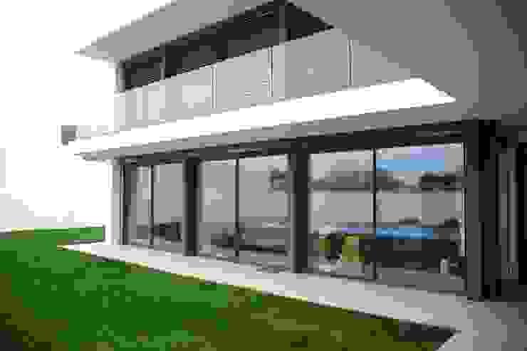 Puertas y ventanas minimalistas de SAM'S - Soluções em alumínio e PVC Minimalista