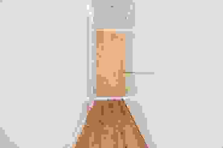 DonateCaballero Arquitectos Modern corridor, hallway & stairs