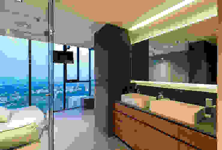 Tropical style bathroom by Concepto Taller de Arquitectura Tropical