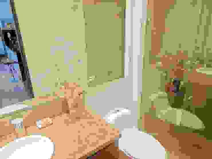 Phòng tắm phong cách hiện đại bởi AlejandroBroker Hiện đại