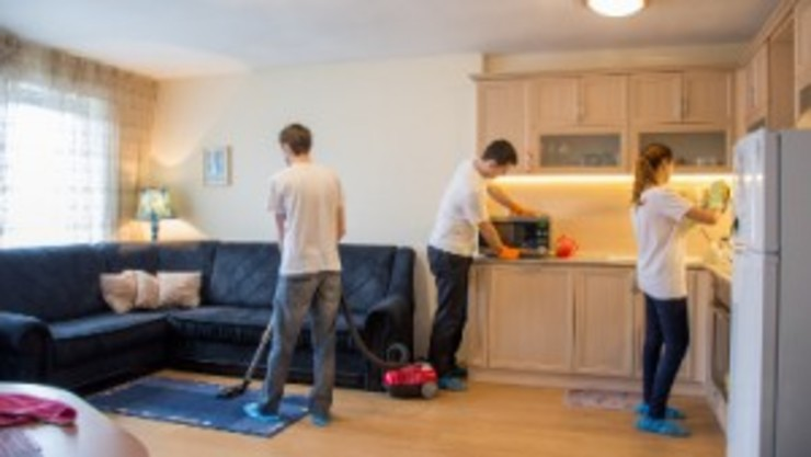 Move out cleaning Modern Living Room by Perfect Cleaners Atlanta Modern Engineered Wood Transparent