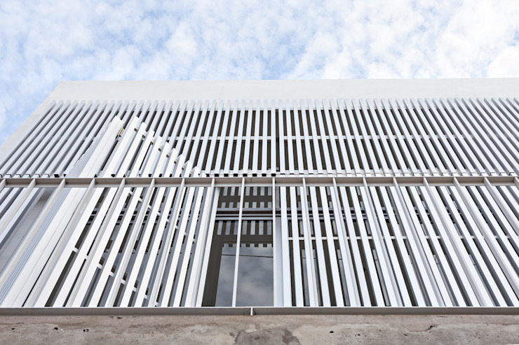 Houses by SMF Arquitectos  /  Juan Martín Flores, Enrique Speroni, Gabriel Martinez,