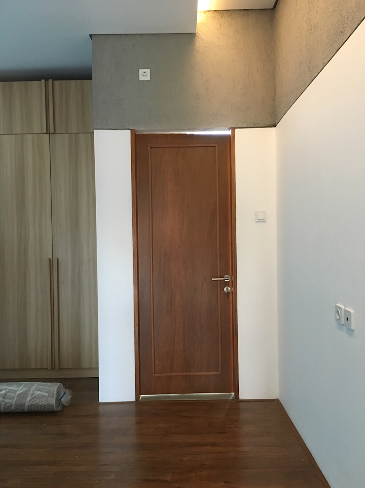 Minimalist bedroom by indra firmansyah architects Minimalist