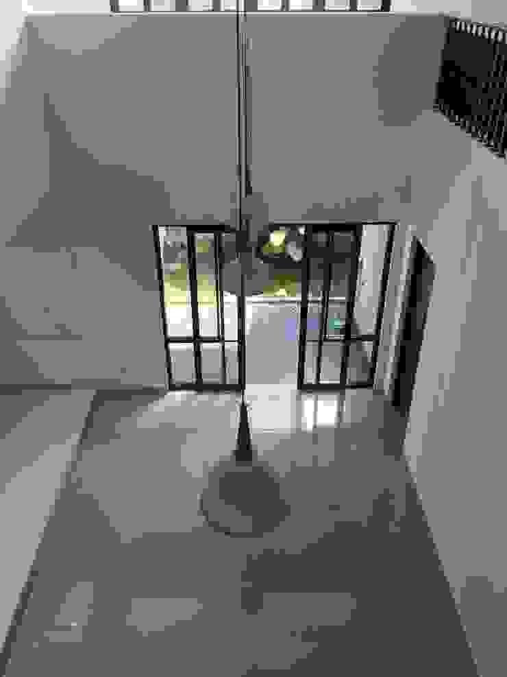 Ruang Utama Ruang Keluarga Minimalis Oleh indra firmansyah architects Minimalis
