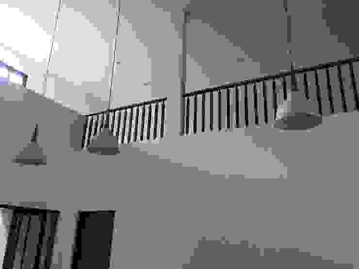Komplek Bougenville Antapani Bandung Ruang Keluarga Minimalis Oleh indra firmansyah architects Minimalis