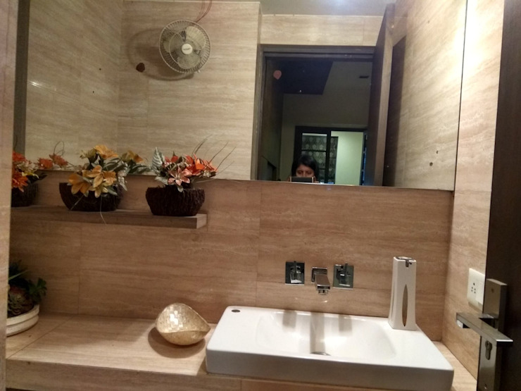 POWDER ROOM Modern bathroom by Rashi Agarwal Designs Modern Tiles