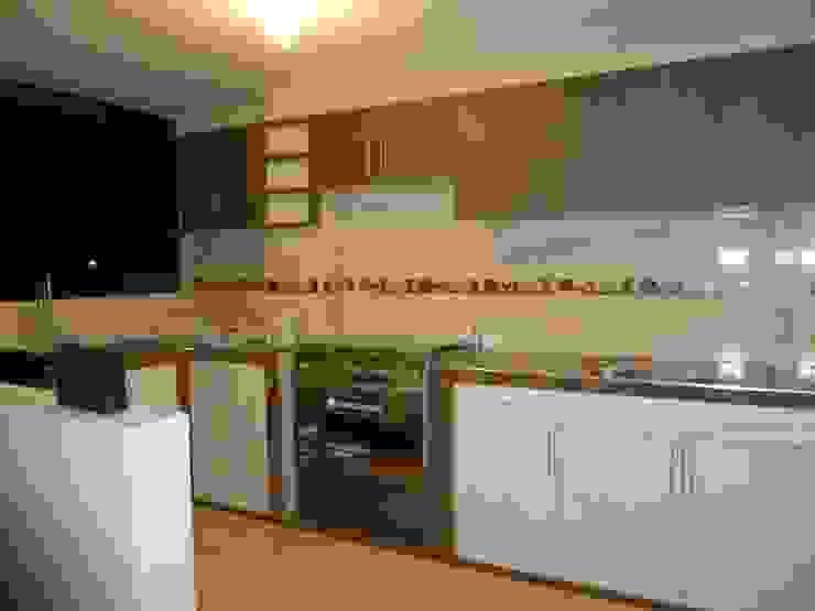 Cocina terminada de ARDI Arquitectura y servicios Moderno Aglomerado