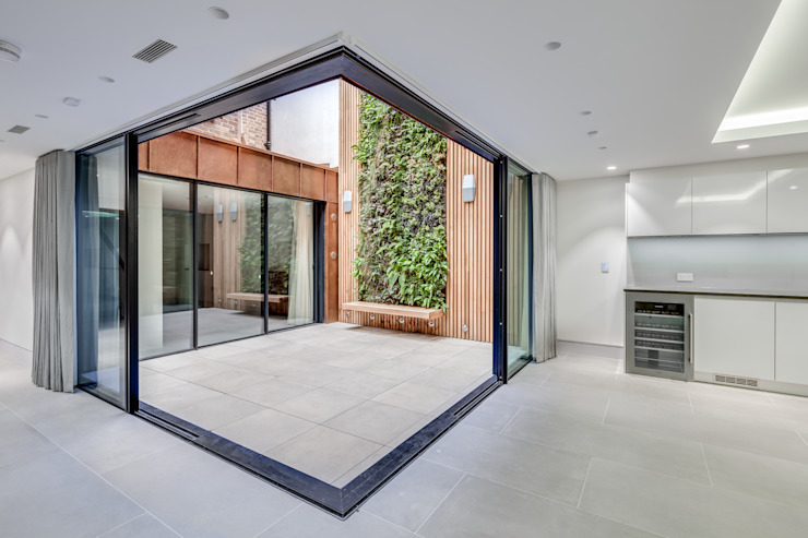 Welbeck Street IQ Glass UK Glass doors Aluminium/Zinc Transparent