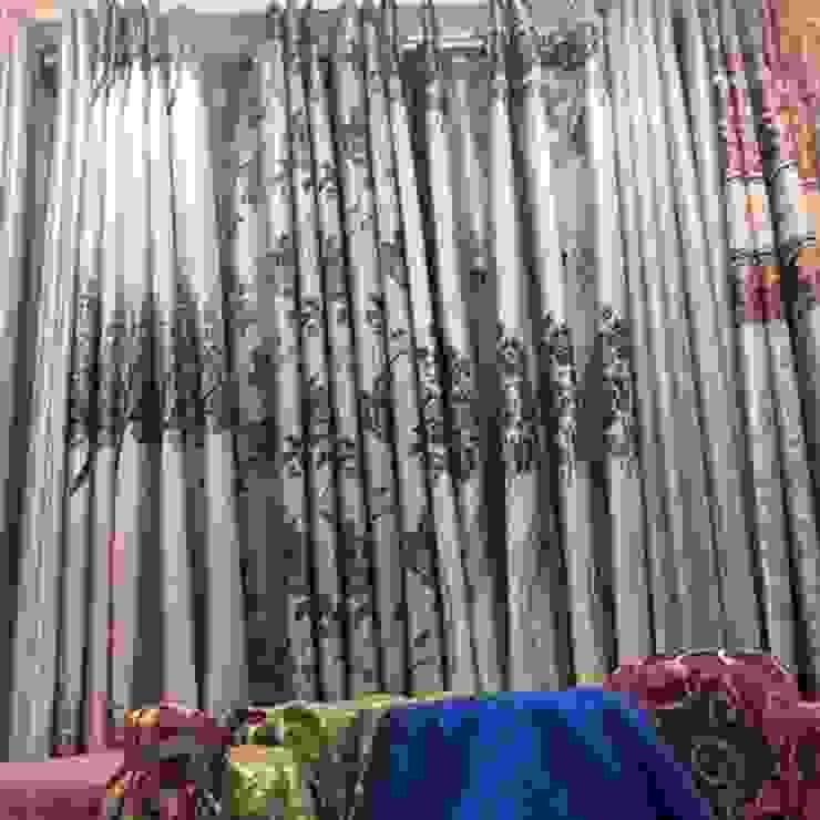 ผ้าม่านตาไก่สวยๆในโชว์รูมผ้าม่านพาหุรัด: ผสมผสาน  โดย Fabric Plus Co Ltd, ผสมผสาน สิ่งทอ Amber/Gold