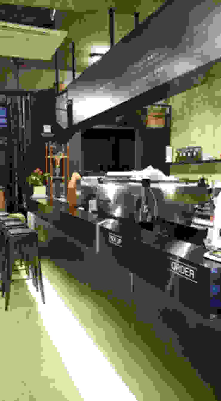 로스터리 카페 로스팅힐 2st 인더스트리얼 스타일 바 & 클럽 by 모노웍스 인더스트리얼 금속