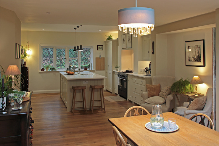 Open Plan Kitchen/Dining Room ArchitectureLIVE Built-in kitchens Wood White