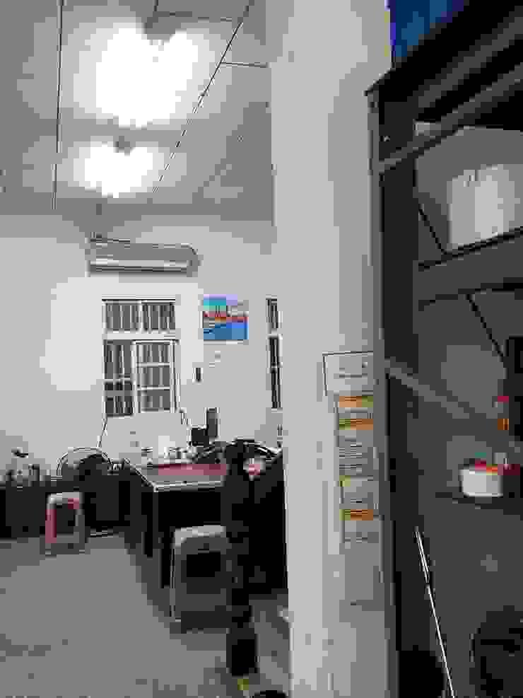 老舊辦公室變身極簡現代風 根據 XY DESIGN - XY 設計