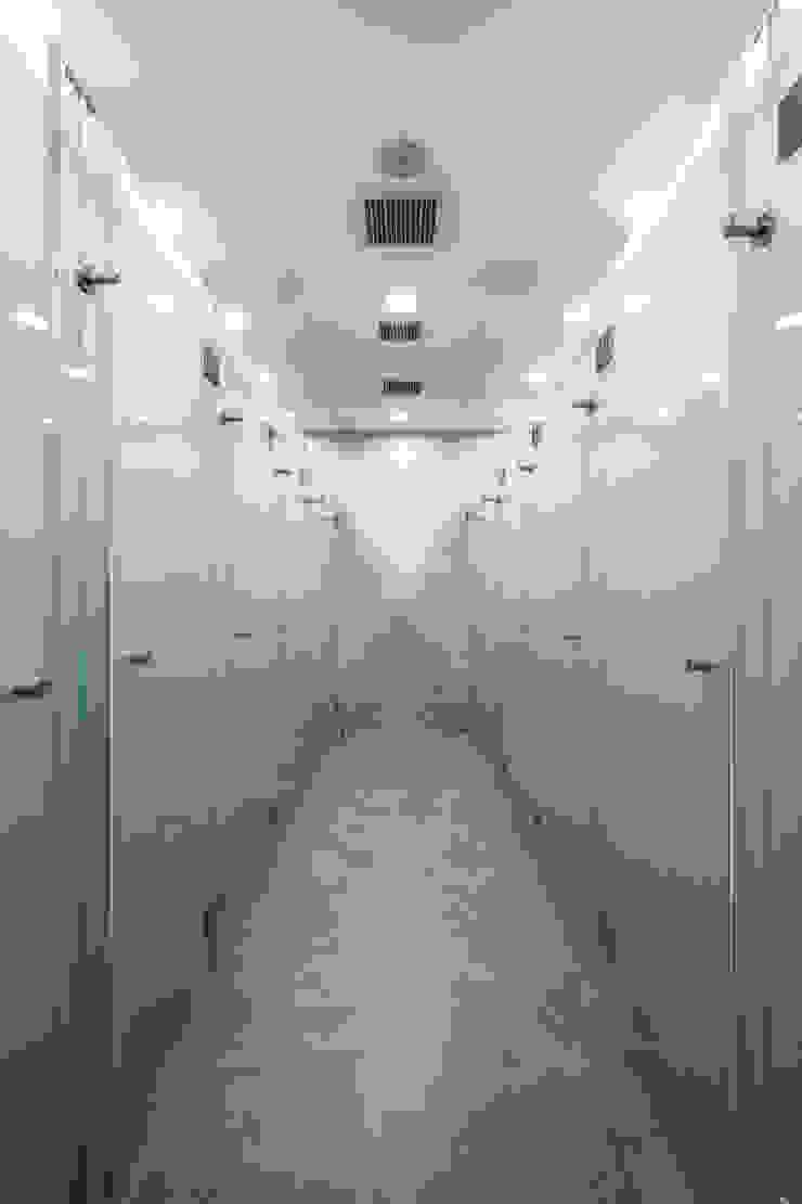 Minimalist style bathrooms by On Designlab.ltd Minimalist