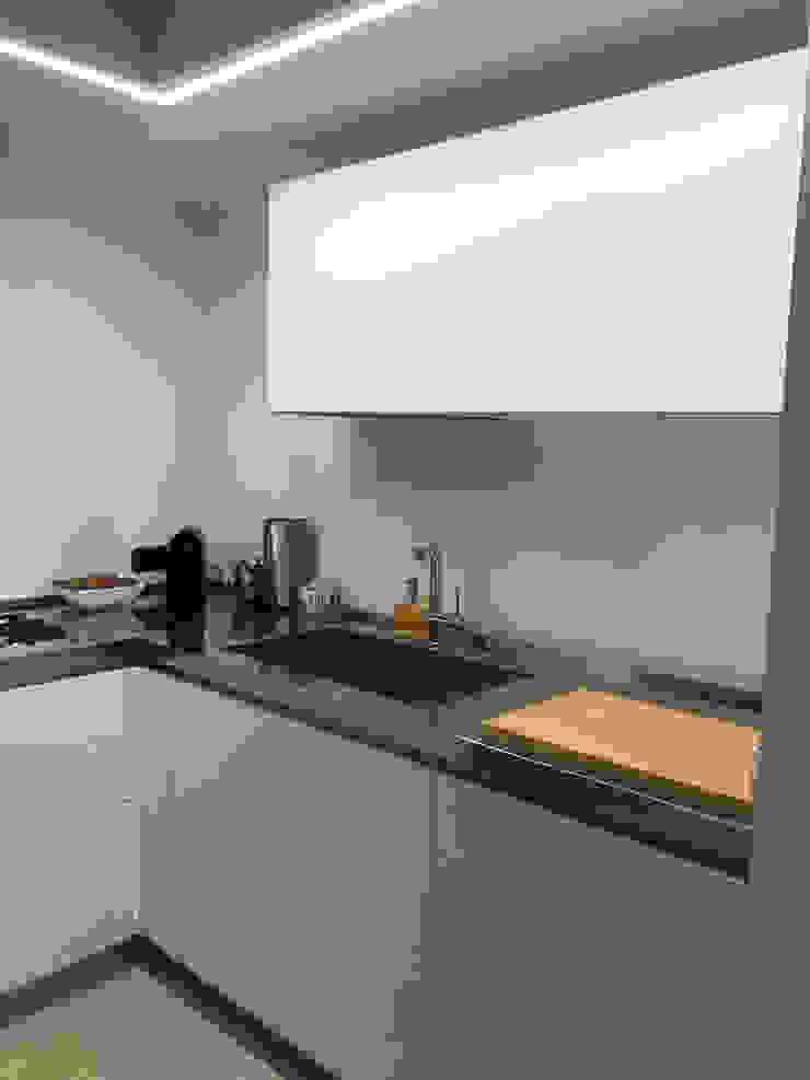 SteellArt 現代廚房設計點子、靈感&圖片 White