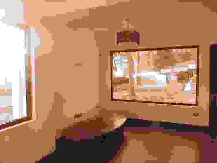 Sala de Estar, Living Room Oficinas y bibliotecas de estilo moderno de RCR Arquitectos Moderno Madera Acabado en madera