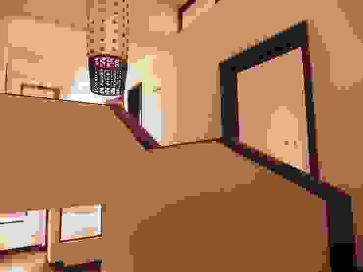Escalera Pasillos, vestíbulos y escaleras modernos de RCR Arquitectos Moderno Concreto