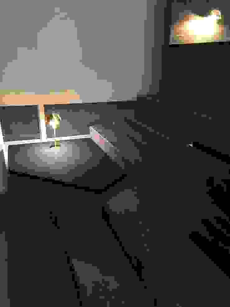 Livings de estilo moderno de 캐러멜라운지 Moderno