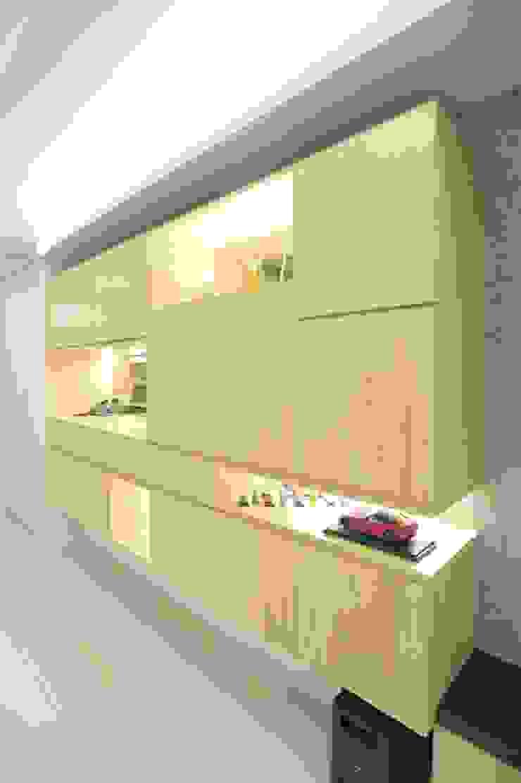 現代簡約風 現代風玄關、走廊與階梯 根據 昕益有限公司 現代風