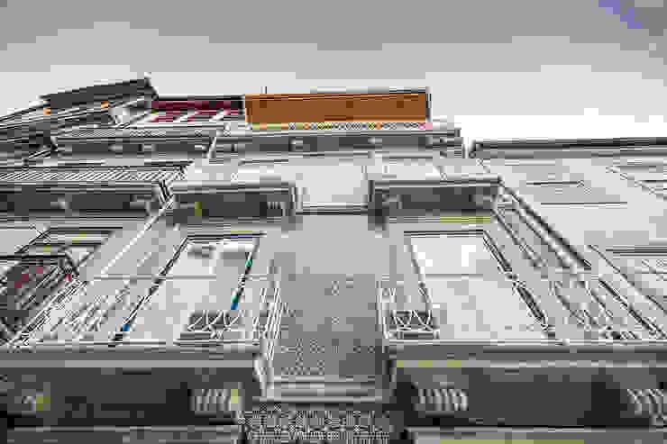 Fachada - Janelas de S. Bento, Porto - SHI Studio Interior Design por SHI Studio, Sheila Moura Azevedo Interior Design Escandinavo