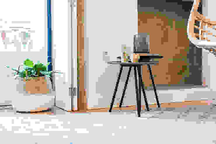 Mesas de apoio - Janelas de S. Bento, Porto - SHI Studio Interior Design por SHI Studio, Sheila Moura Azevedo Interior Design Escandinavo