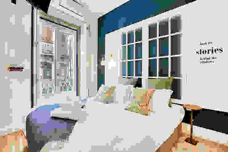 Quarto - Janelas de S. Bento, Porto - SHI Studio Interior Design por ShiStudio Interior Design Escandinavo