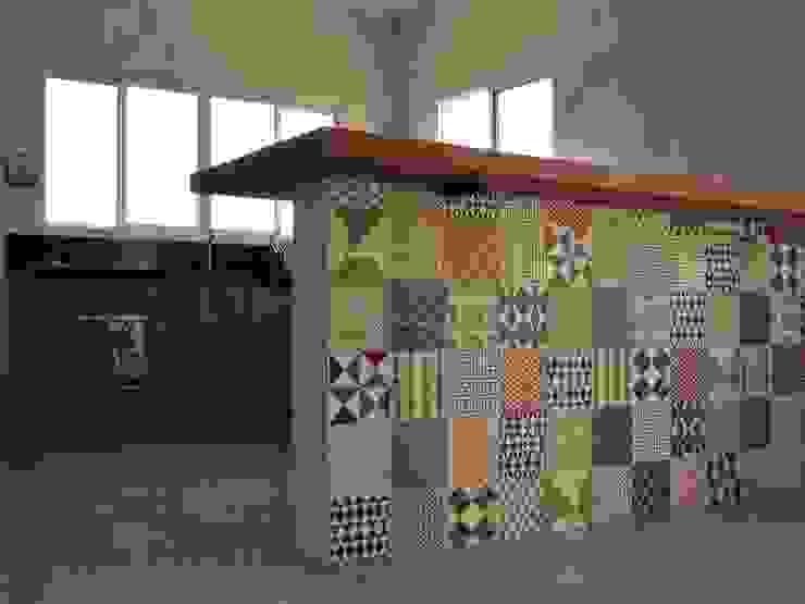 COZINHA    Residência Camanducaia LUIZA BUENO    Arquitetura e Paisagismo Armários e bancadas de cozinha Madeira