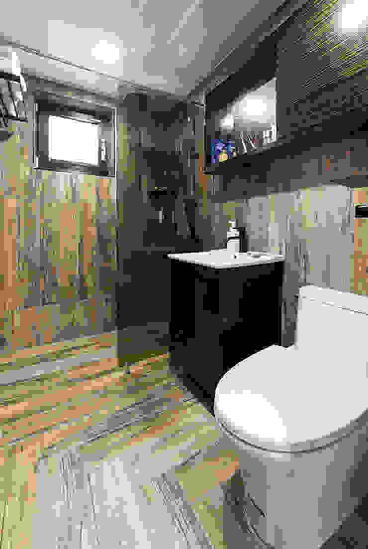 윤성하우징 Modern style bathrooms