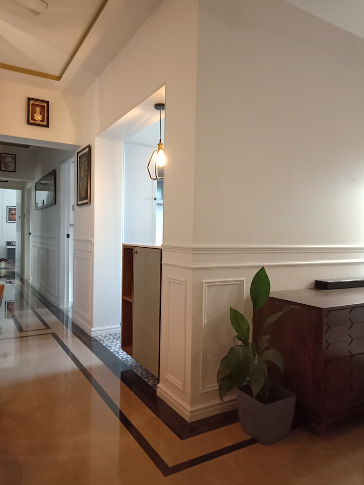 STUDIO AT DESIGN Colonial style corridor, hallway& stairs