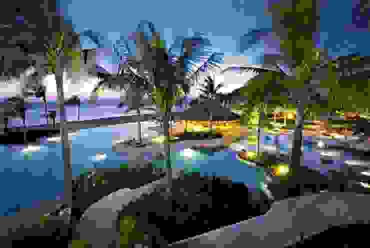 ALBERCAS de VITAL SISTEMAS E INSTALACIONES Tropical Concreto