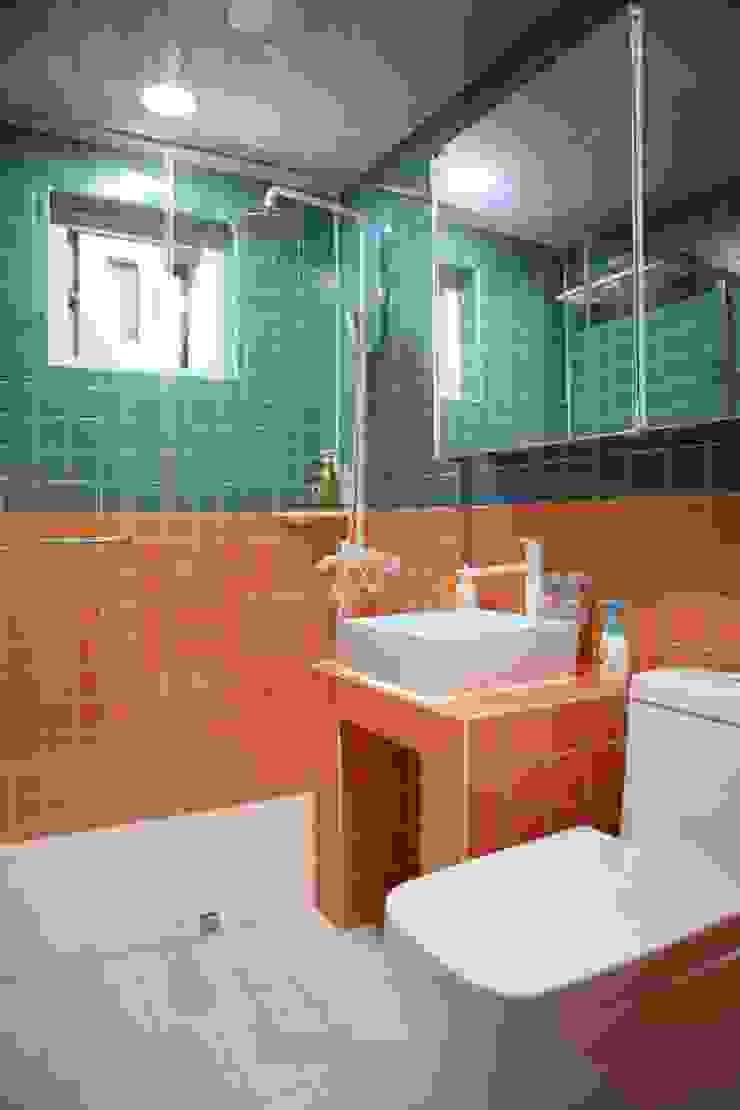 아이들을 위한 정원이있는 전원주택 청어람하우스 모던스타일 욕실 by 주식회사 큰깃 모던