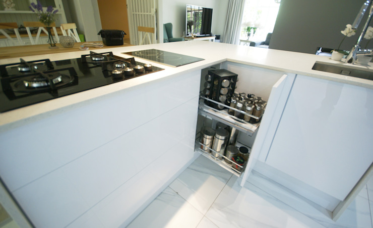 Mixing Glass with High Gloss—Modern & Elegant by Signature Kitchens
