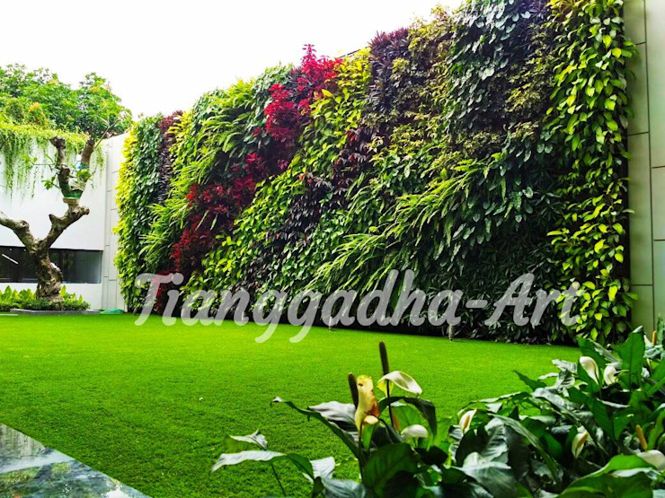 Taman Rumah Tinggal - vertical garden Dinding & Lantai Modern Oleh Tukang Taman Surabaya - Tianggadha-art Modern Aluminium/Seng
